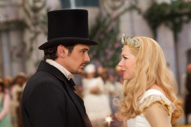 Oz the Great and Powerful - Oscar and Glinda