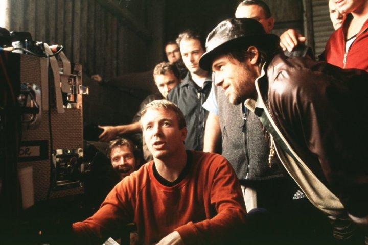 Guy Ritchie & Brad Pitt Filming 'Snatch' (2000)