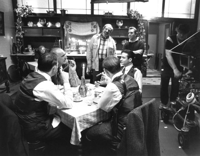 De Palma, AD Joe Napolitano, Sean Connery, Andy Garcia, Kevin Costner and Charles Martin Smith 'The Untouchables' (1987)