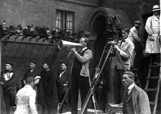 Victor Sjostrom directs and Julius Jaenzon films 'The Phantom Carriage' (1921)