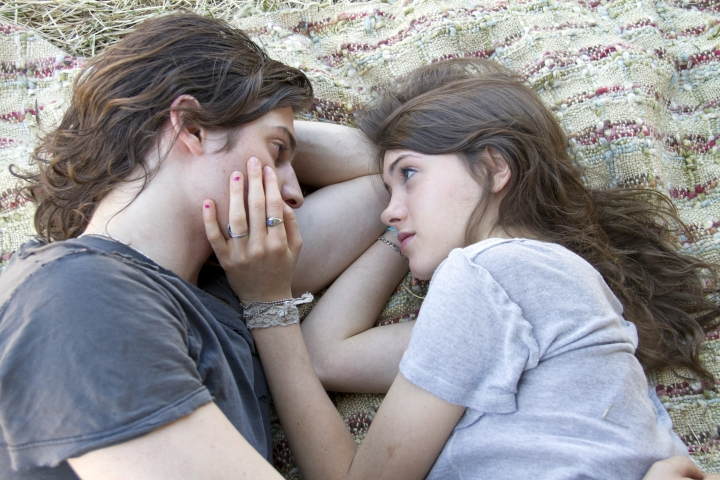 "Peter Vack & Natalia Dyer ""I Believe in Unicorns"" (2014)"