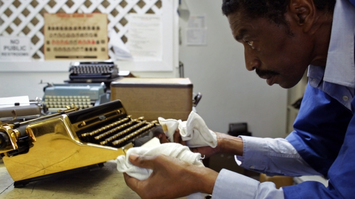 California Typewriter repairman Ken Alexander at work